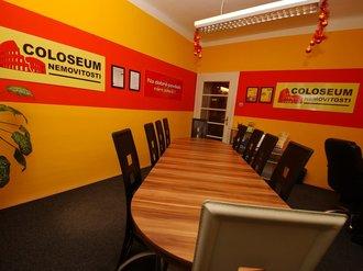 Zasedací místnost společnosti COLOSEUM NEMOVITOSTI